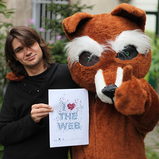 Vivien and Firefox love the Web | by nitot