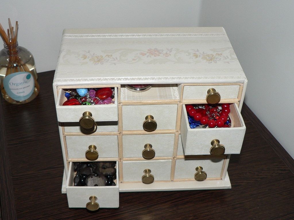 Mini Mueble Para Bijouterie Este Es Un Mini Mueble Para Gu Flickr # Muebles Para Guardar Bijouterie