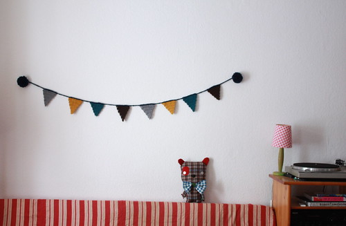 pom poms crochet bunting for the winter days | by super ninon