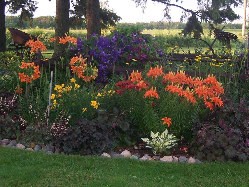 100_1673Perennial Garden, Wisconsin, Gardens, Landscaping,… | Flickr