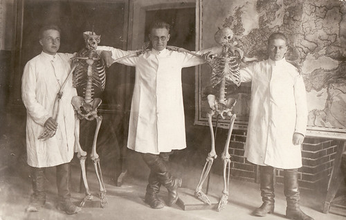 Posing with skeletons | by Hannhell