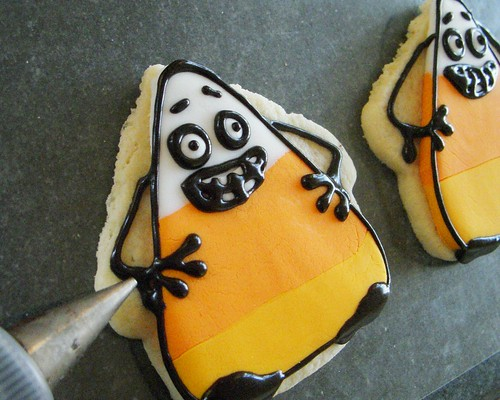 Korny the candy corn cookie how-to Halloween cookies tutorial | by fondant.com