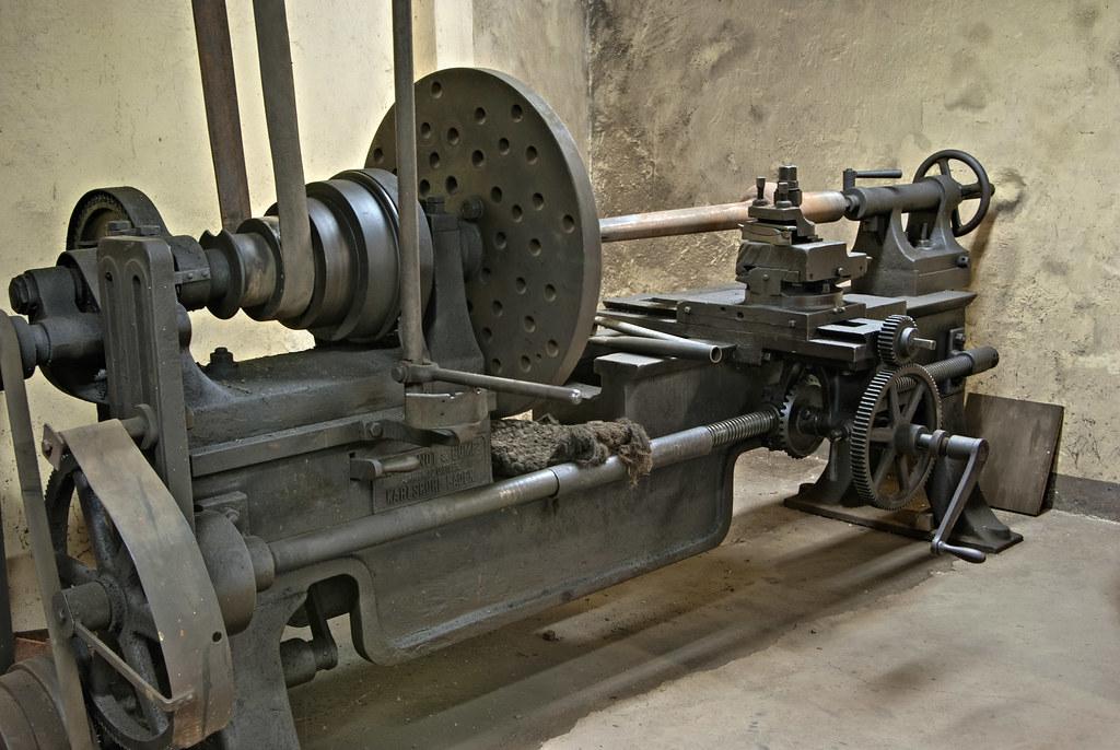 Historische Drehbank   Eine der zwei Historischen Drehbänke ...