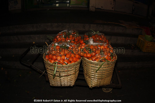 Basket of oranges in Chinese New Year Night Market | by thecenterofthenet.com