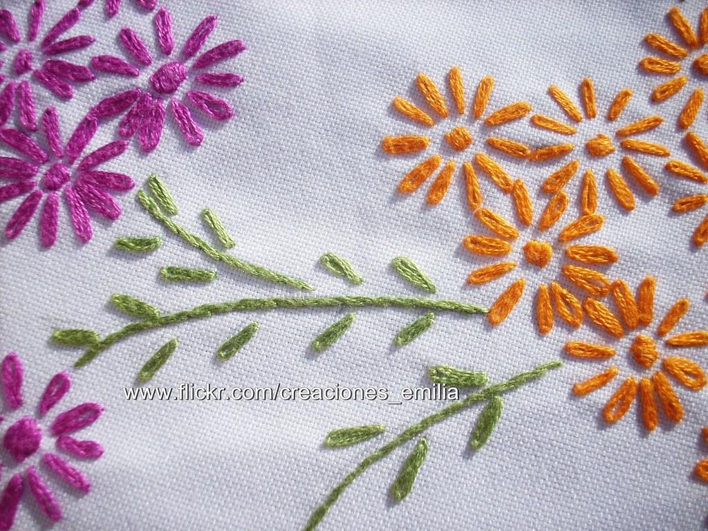 Mantel Bordado con flores | CONTACTO: Teléfono: 09/ 8960635 … | Flickr