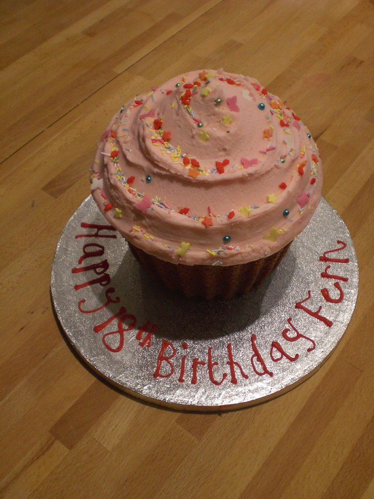 GIANT CUPCAKE BIRTHDAY CAKE FOR FERN