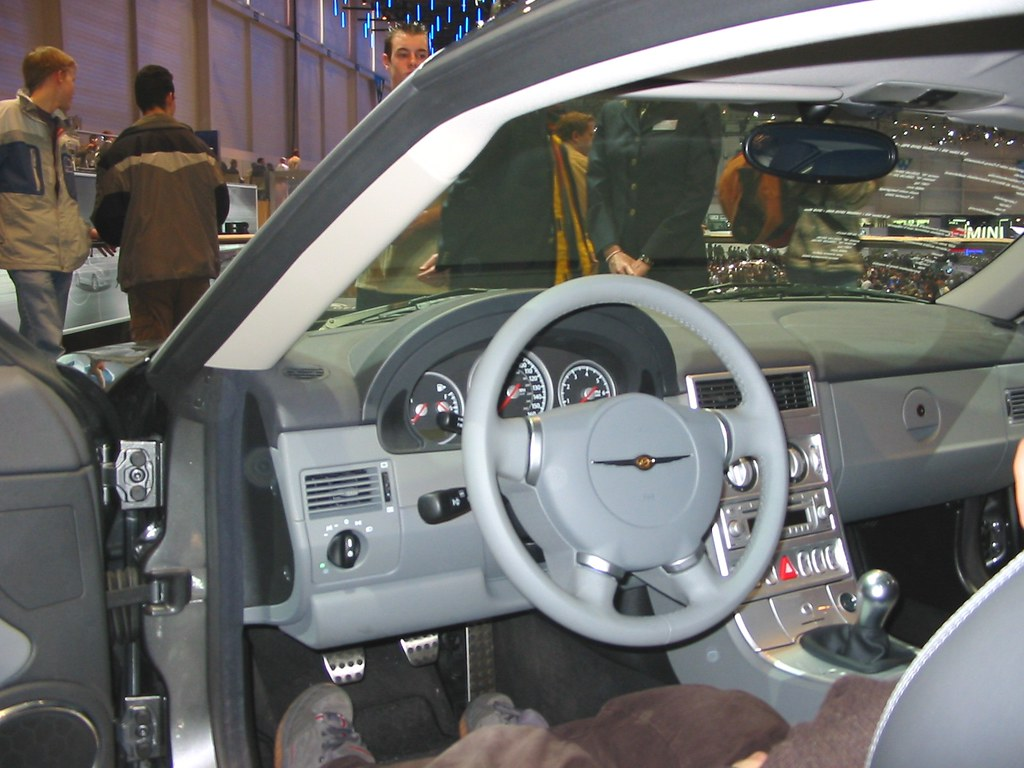 chrysler crossfire interieur autosalon genf by andy_bb