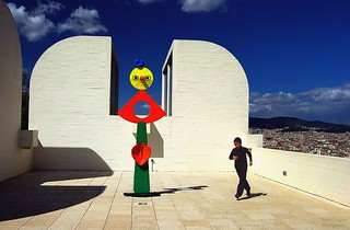 child and miró skulptur | by Le Xuan-Cung