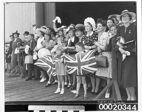 Crowd at Circular Quay welcoming home the crew of the HMAS SYDNEY (II), February 10th 1941 | by Australian National Maritime Museum on The Commons