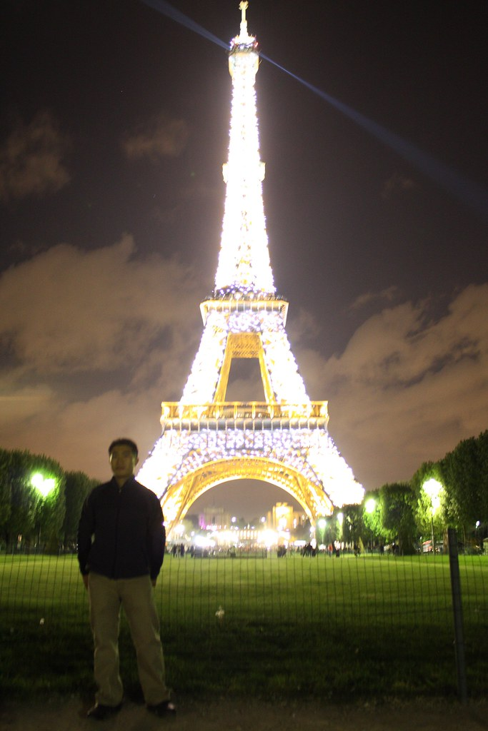 Eiffel Tower At Night Light Show Blurry Me Guitarjudolife Flickr