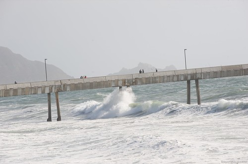 Big waves in pacifica 6 2009 pacifica fishing pier gets for Pacifica pier fishing report