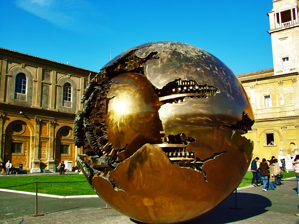 Esfera con esfera (de Arnaldo Pomodoro) Museo Vaticano.