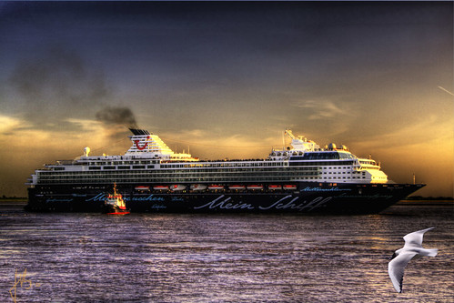 a new super cruiseliner on its first way to the Naming Ceremony in Hamburg | by jmb_germany