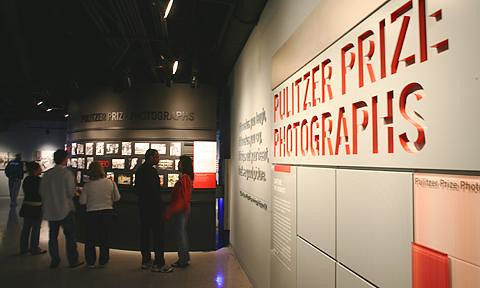 pulitzer prize photographs gallery   visitors view