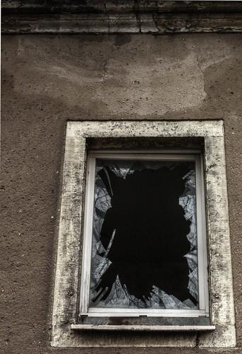 fensterrahmen detail eines verfallenen soon to be weggeri flickr. Black Bedroom Furniture Sets. Home Design Ideas