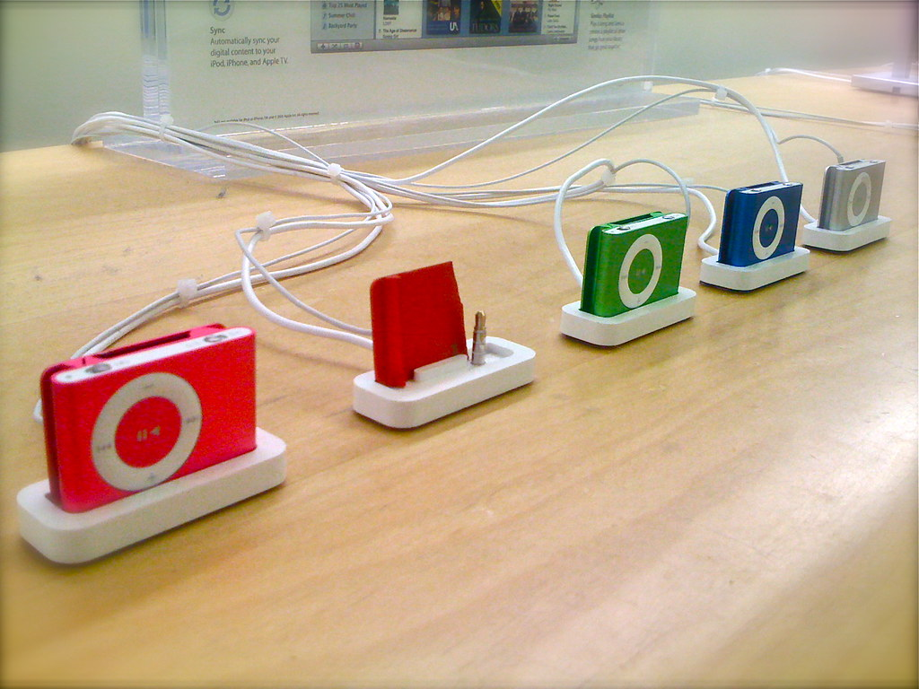How (Not?) to Steal an iPod Shuffle | Was at the Apple store… | Flickr