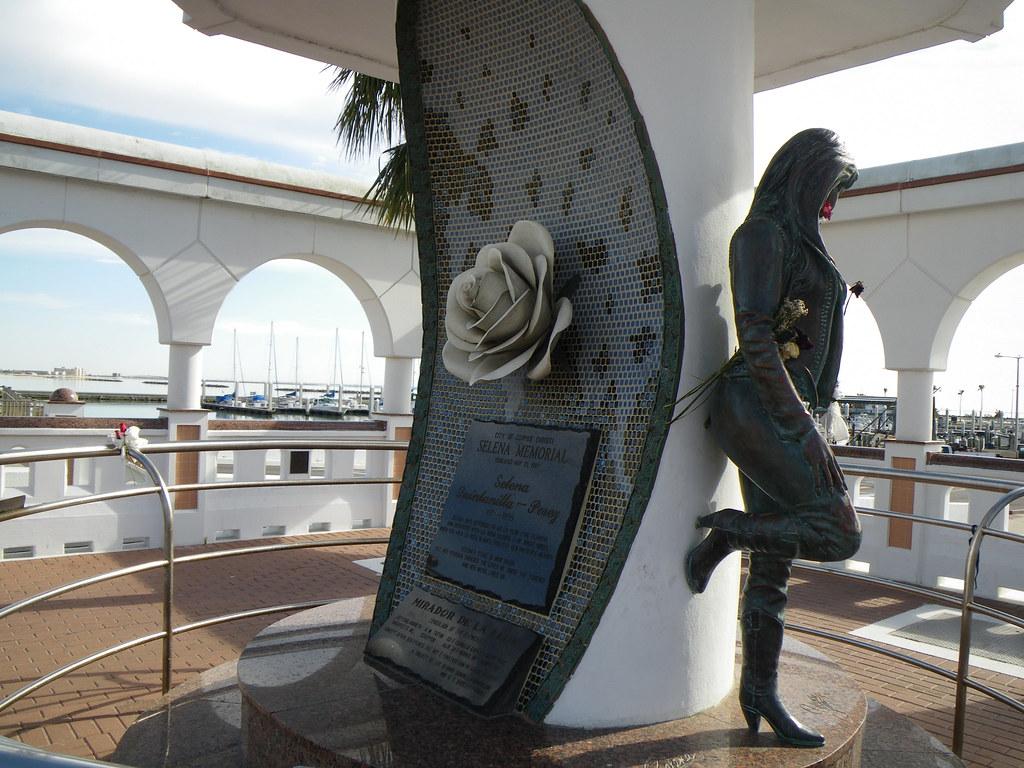 Selena Statue in Corpus Christi - YouTube