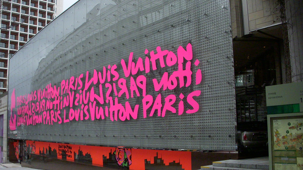 two buildings in one_louis vuitton store