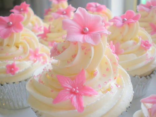 Cupcakes - Vanilla with Pink Flowers 07 | by Sugar Siren (Francesca)