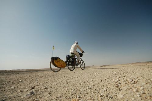 Riding the dirt roads in the Sahara | by tomsbiketrip.com