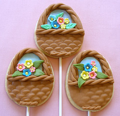 Easter Flower Basket Cookie Pops | by kellbakes for CraftyBaking.com
