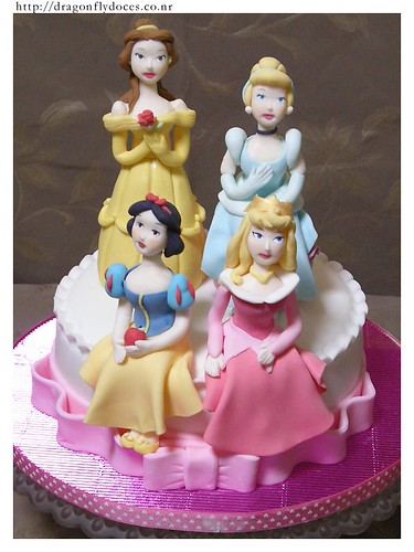 Princess Cake / Bolos Princesas | by Dragonfly Doces