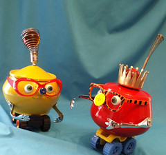 robot sculptures * VIC AND MITZY | by Reclaim2Fame