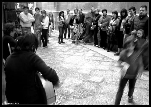 M sicos en la calle oficios granada la ciudad tiene for Calle jardin de la reina granada