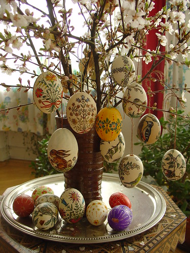 Mehndi Decoration Germany : Some other easter eggs my mother decorated these