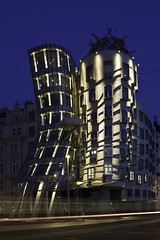 La casa danzante the dancing building la casa danzante for Nationale nederlanden oficinas