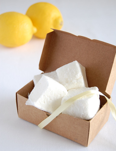 Lemon marshmallows / Marshmallows de limão siciliano | by Patricia Scarpin