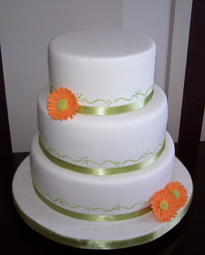 wedding cake 12 10 8 gerberas wedding cake 12 quot 10 quot and 8 quot cakes covered in 21690