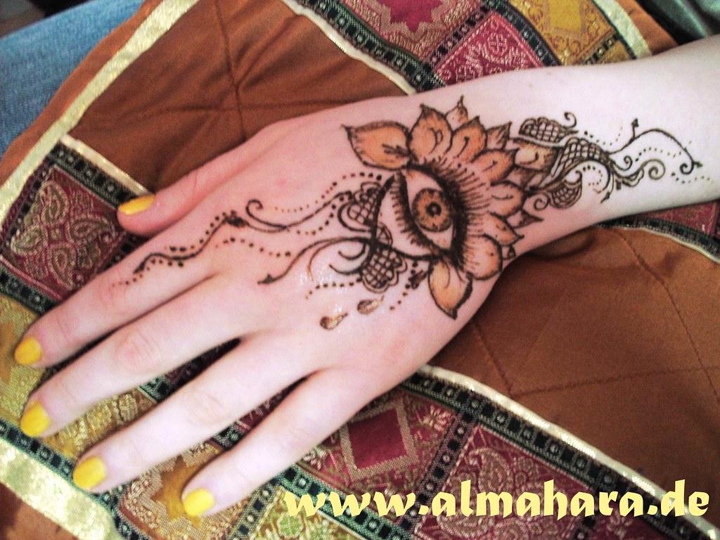 Mehndi Hand With Eye : Henna eye sabryna louafa flickr