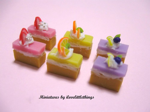 Dollhouse Miniature Slice Cakes Side view of the cakes ...