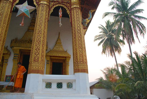 cleaning the wat, luang prabang | by hopemeng