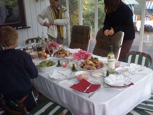Tisch voller krebsscheren vor dem essen haltungsturner for Tisch essen
