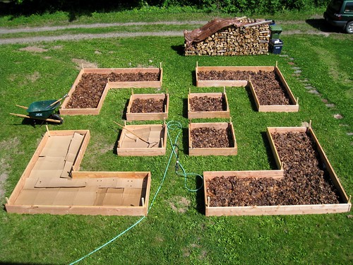 mulching raised beds | by boodely