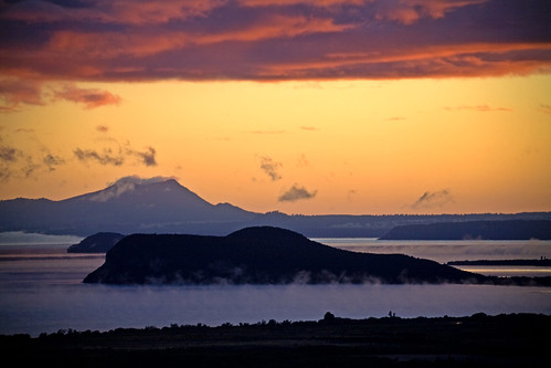 Sunrise on Lake Taupo | by fantommst