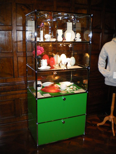 usm haller vitrine at cooper hewitt national design museum flickr. Black Bedroom Furniture Sets. Home Design Ideas