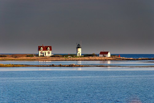 Goat Island Lighthouse, before a Thunderstorm | by ragingwire