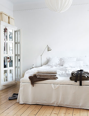 white, wood bedroom | by Anna @ D16