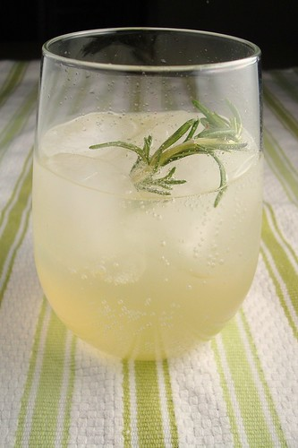Rosemary Vodka Lemonade Fizz | dishingupdelights.blogspot.co ...