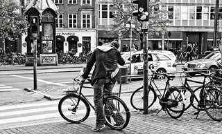 Kiss Her Even if She Doesn't Have a Bicycle | by Mikael Colville-Andersen