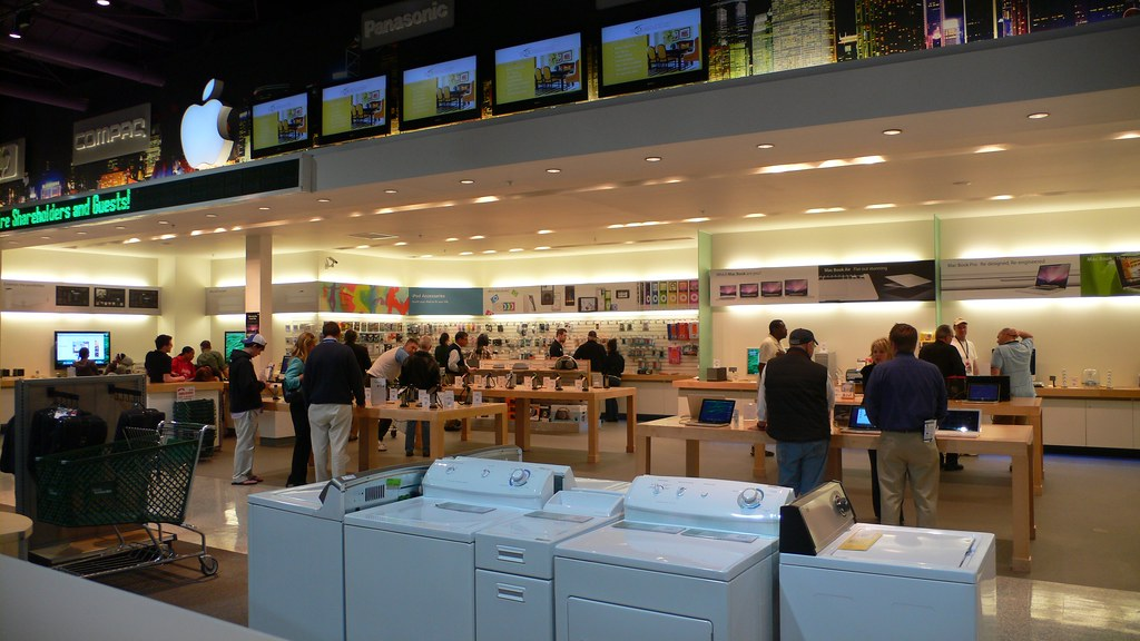 ... Apple Store In Nebraska Furniture Mart At Berkshire Hathaway Meeting  2009 | By Mikebaudio
