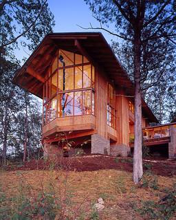 Unique angle architect designed lindal home in innsbrook for Lindal log cabin homes