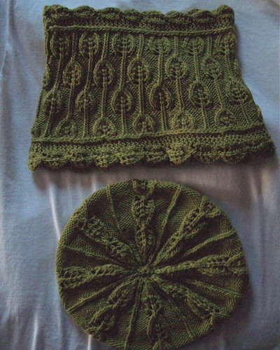 Embossed Leaf Beret and Cowl | by mcelwainamy