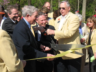 Senator Bond and Mayor Hindman cutting the ribbon at MKT Plaza | by MoBikeFed