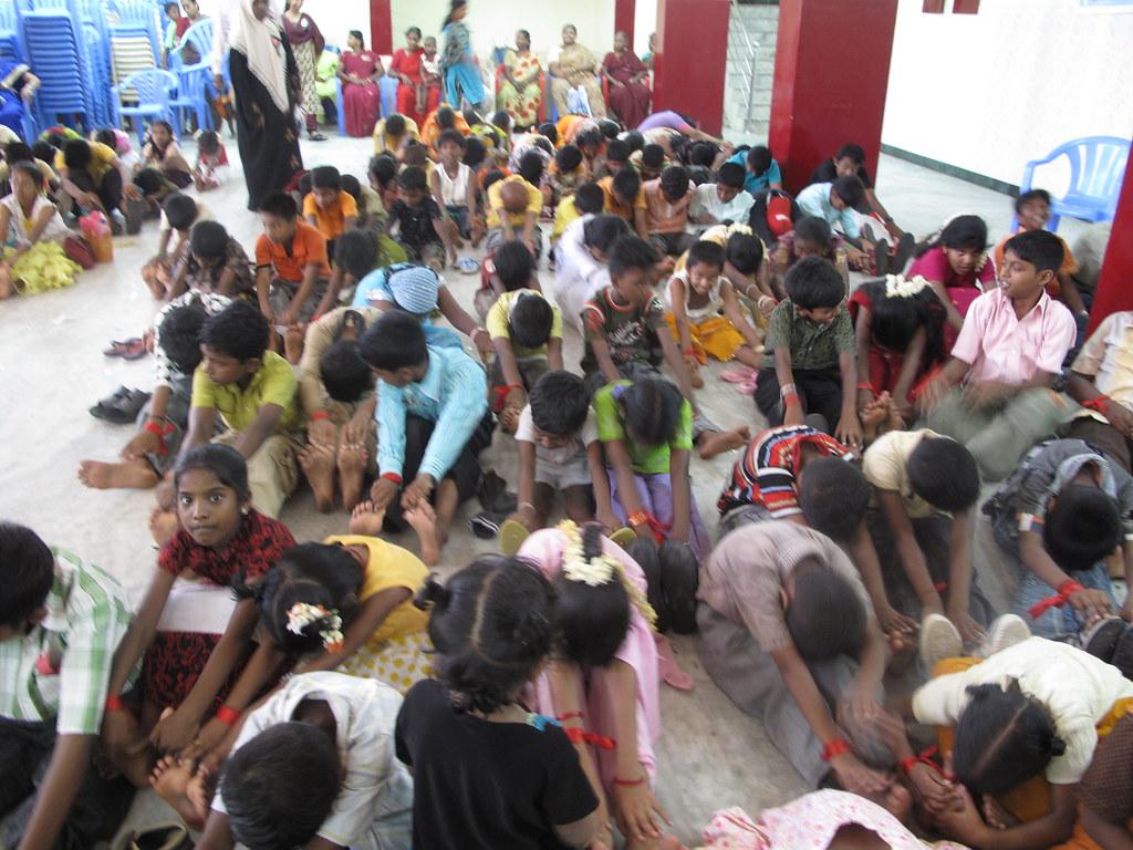 200 kids doing yoga   Alexandra Fletcher   Flickr