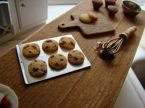 Chocolate chip cookies 1:12 | by It's a miniature life...is playing with clay