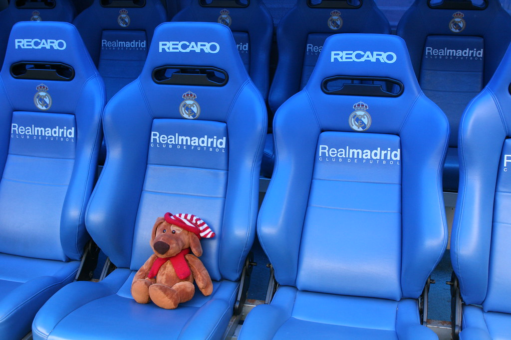Pleasant Buddy Real Madrid Players Bench Checking Out The Super Beatyapartments Chair Design Images Beatyapartmentscom